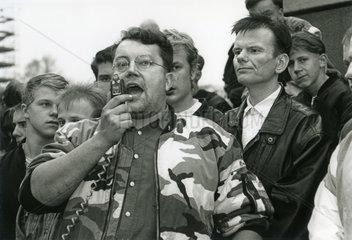 Neonazi-Aufmarsch in Dresden  1990