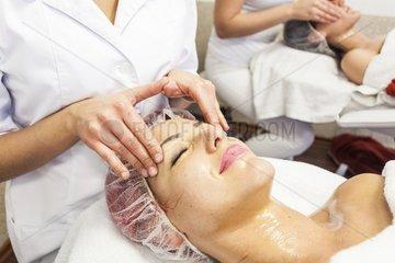Kosmetikerinnen in der Ausbildung