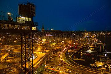 Stockholm Verkehrsknotenpunkt Nachtaufnahme