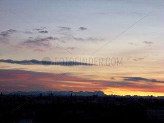 Muenchen Panorama Sonnenuntergang Zugspitze