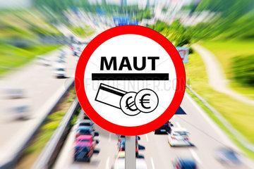 Maut Schild mit Autobahn