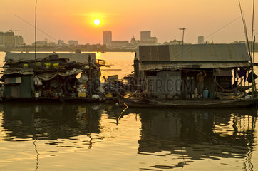 Floating village Phnom Penh
