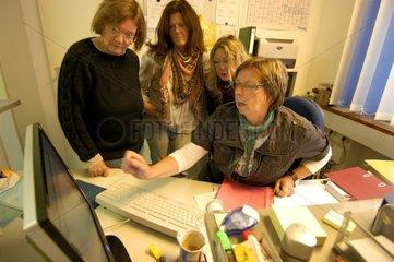 Verwaltungsfachfrau und Arbeitssuchende