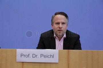 Bundespressekonferenz zum Thema: Reform-Vorschlag zu Hartz IV