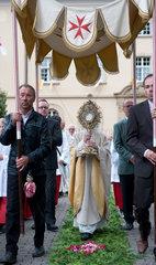 Heitersheim  Deutschland  Prozession an Fronleichnam am ehemaligen Malteserschloss