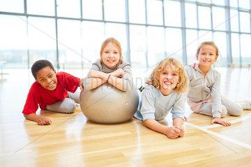 Gruppe Kinder im Sportunterricht