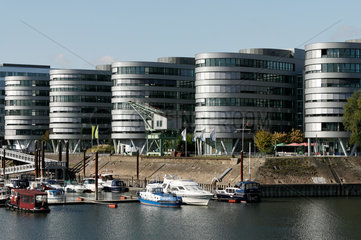 Duisburg  Deutschland  der Buerokomplex Five Boats und die Marina im Innenhafen