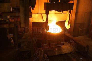 Warschau  Polen  Pfanne in der VPL-Anlage im Stahlwerk ArcelorMittal Warszawa