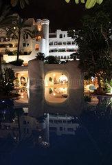 Costa Adeje  Spanien  Hotelanlage des Jardin Tropical bei Nacht