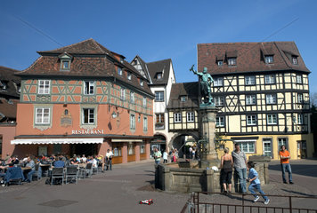 Colmar  Place dAncienne Douane in der Altstadt von Colmar mit Fontaine Schwendi