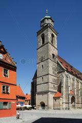 Dinkelsbuehl  Deutschland  St. Georgskirche in der Altstadt in Dinkelsbuehl