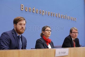 Bundespressekonferenz zum Thema: Deutschkenntnisse  Bildung  Beschaeftigung und Gesundheit von Fluechtlingen: Neue Ergebnisse einer repraesentativen Wiederholungsbefragung von Fluechtlingen