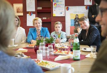 Bundesfamilienministerin Franziska Giffey  SPD  besucht Mehrgenerationenhaus ( MGH) in Dortmund