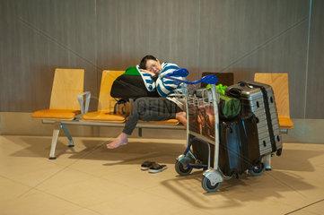 Republik Singapur  Nickerchen am Flughafen Changi