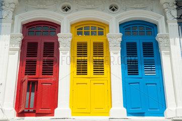 Republik Singapur  Bunte Fensterlaeden