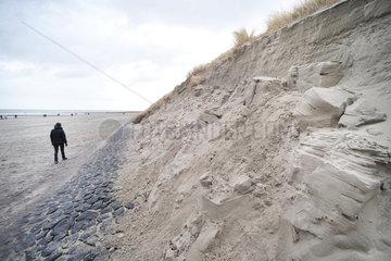 Norderney  Deutschland  Duenenabbruch nach einem starkem Sturm