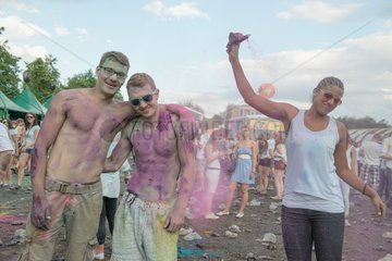 BuergerInnen beim Holi Festival of Colours