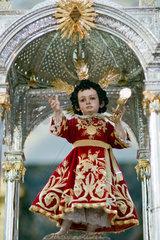 Sevilla  Spanien  Skulptur eines Jesus-Kindes waehrend der Fronleichnamsprozession