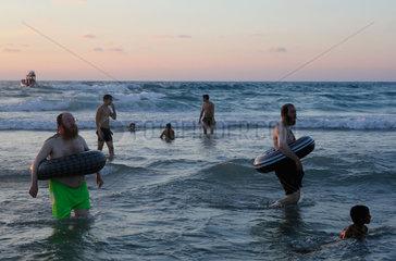 ISRAEL-BAT YAM-BEACH-ORTHODOX JEWS