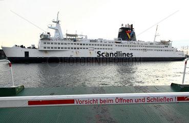 Rostock  Deutschland  eine Scandlines-Faehre faehrt in den Hafen ein