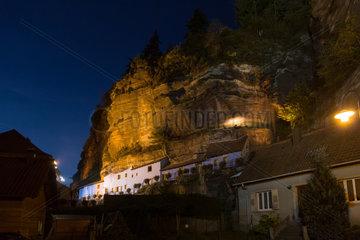 Frankreich  Die Felsenhaeuser von Graufthal im Elsass
