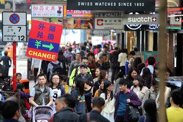 Hong Kong  China  Menschen auf der Strasse