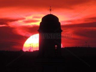 Sommersonnenwende 21.Juni Kirchturm Sankt Georg Muenchen Milbertshofen