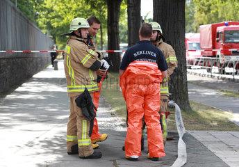 Berlin  Deutschland  Feuerwehreinsatz vor dem US-amerikanischen Konsulat