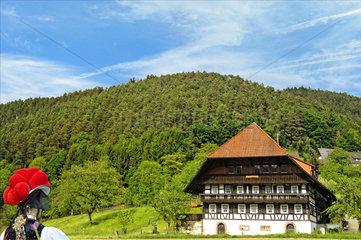 Gutachtal  Schwarzwaldmaedel  Bauernhaus