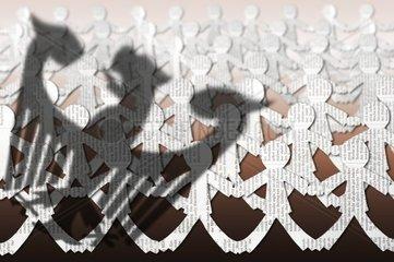 Bundesadler und Menschenkette  Widerstand des Volkes  Symbolfoto