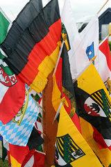 Leipzig  Deutschland  Deutsche Nationalflagge und Laenderfahnen