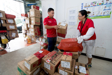 CHINA-WUHAN-DELIVERY WOMAN (CN)