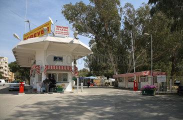 Nikosia  Zypern  von der UN-Pufferzone zum Checkpoint Ledra Palace Hotel