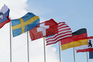 Berlin  Deutschland  Nationalfahnen verschiedener Laender wehen im Wind