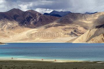 Berglandschaft am Pangong See in Ladakh  Indien