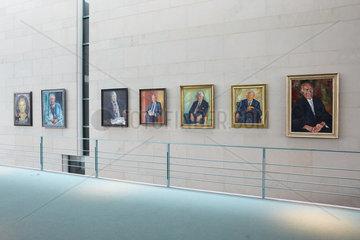 Berlin  Deutschland - Gemaelde der Kanzlergalerie im Bundeskanzleramt.