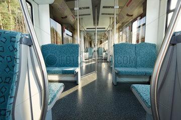 Berlin  Deutschland - Ein leeres Abteil im Waggon einer S-Bahn der Baureihe 481
