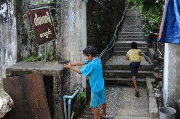 Yangon  Myanmar  Asien  Taubenjagd
