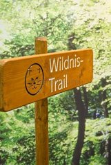 Wegweiser auf einem Wildnis Trail
