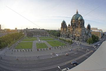 Deutschland  Berlin  Berliner Dom und Altes Museum