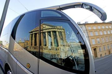 Deutschland  Berlin  Reflektion des Pergamonmuseums
