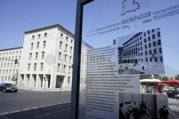Deutschland  Berlin  die Wilhelmstrasse mit dem Finanzamt
