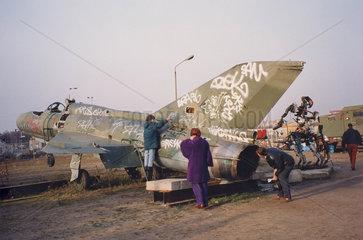 Berlin  nach dem Mauerfall  russ. Kampfflugzeug