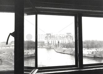 D-Berlin: Blick aus Wachturm auf Reichstag