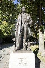 Deutschland  Berlin  Denkmal Werner von Siemens