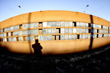 Deutschland  Berlin  Gedenkstaette Berliner Mauer  Bilder von Maueropfern