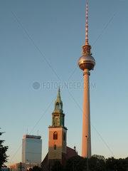 Deutschland  Berlin  Fernsehturm und Marienkirche