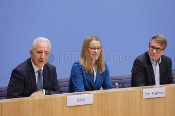 Bundespressekonferenz zum Thema: Abschlussbericht der Kommission Wachstum  Strukturwandel und Beschaeftigung (Kohlekommission)