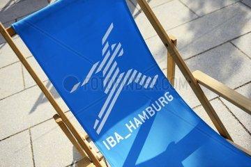 Liegestuhl mit IBA Hamburg-Logo bei der Internationalen Gartenschau in Hamburg  Deutschland