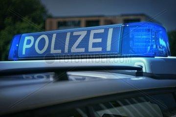Polizei-Schriftzug auf einem Einsatzfahrzeug der Polizei